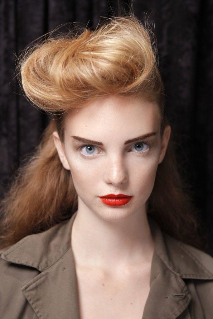 Hairstyling: Aufgerollt
