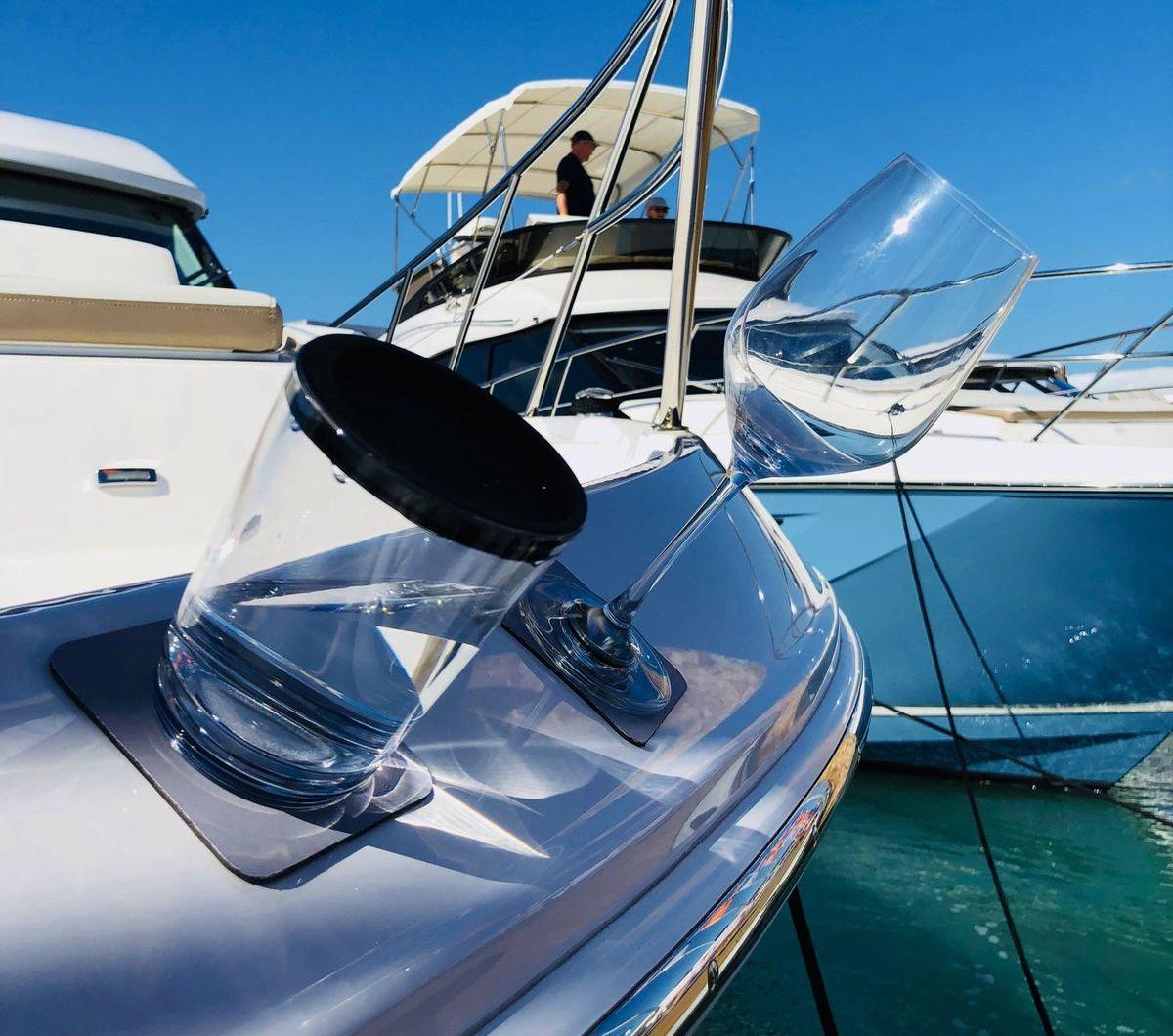 Mitte Februar wagten die Niederbayern den Sprung über den großen Teich - und präsentierten ihre magnetischen Gläser bei der berühmten Miami Boat Show, wo regelmäßig alle vor Ort sind, die Rang und Namen haben in der weltweiten Schiffs- und Yachtbranche