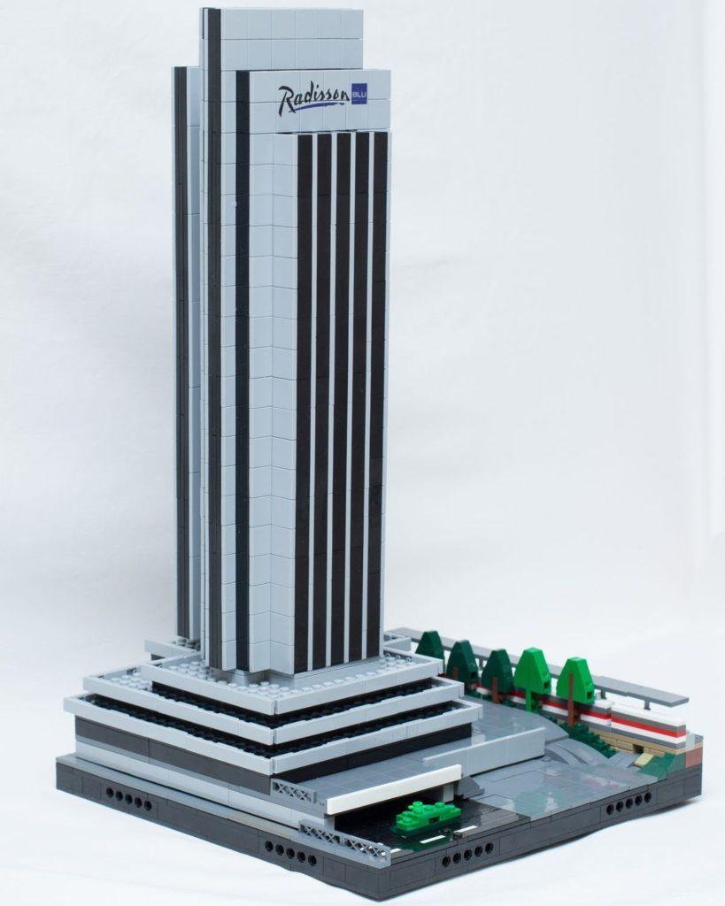 Radisson Blu Hotel, Hamburg - in Lego von Tim Knickrehm