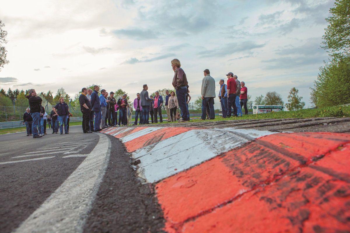Heiliger Asphalt: Nordschleife zu Fuß