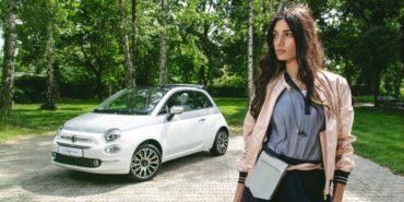 Peserico-Shooting: Fashion-Model posiert mit Fiat 500 Collezione