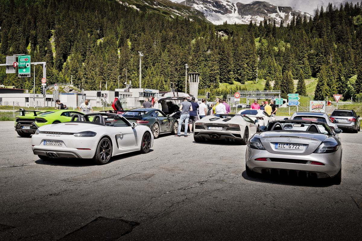 "Hypercar-Event ""Driving Alps"""