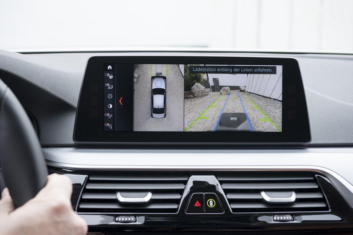Induktives Laden des Hybrid-Autos