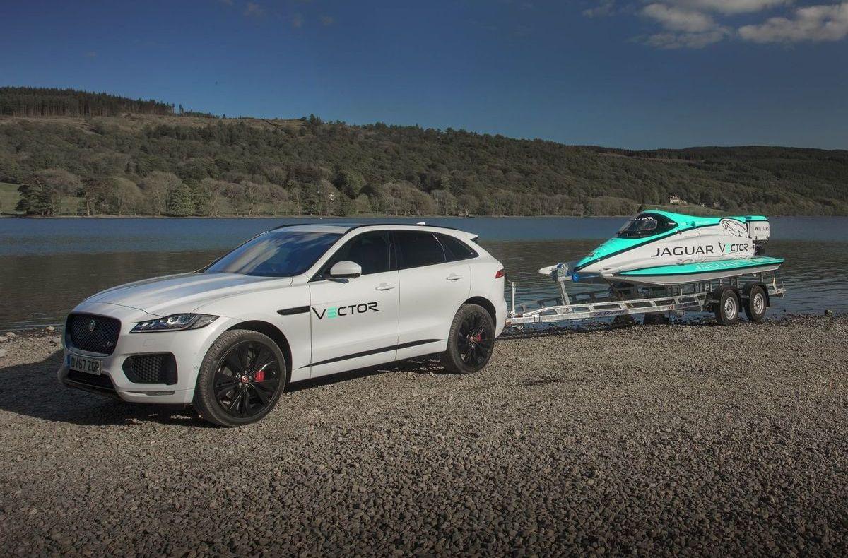 Jaguar F-Pace mit Jaguar Vector V20E