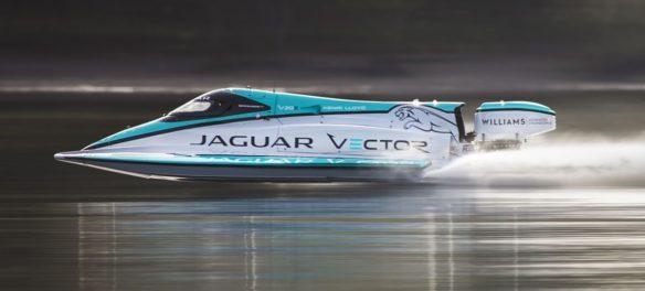 Jaguar-Rennboot mit Rekorden