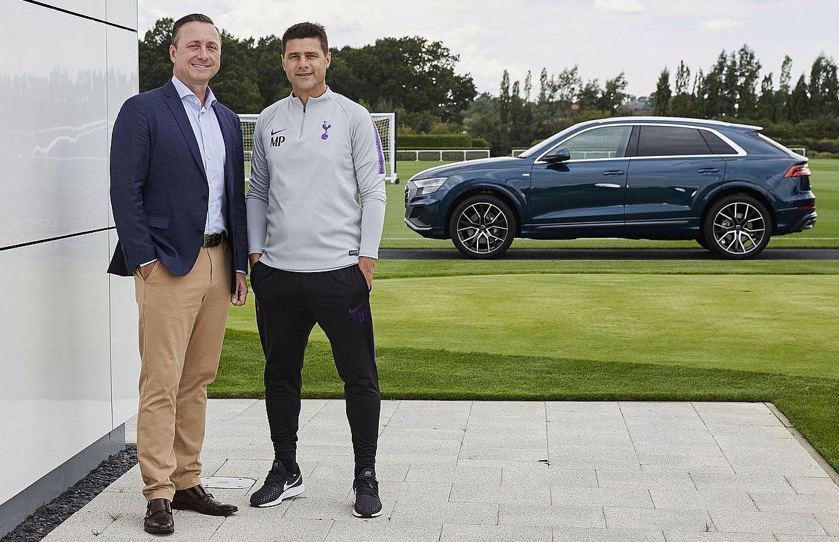 Mauricio Pochettino, Manager von Tottenham Hotspur (rechts) mit Andrew Doyle, Director of Audi UK