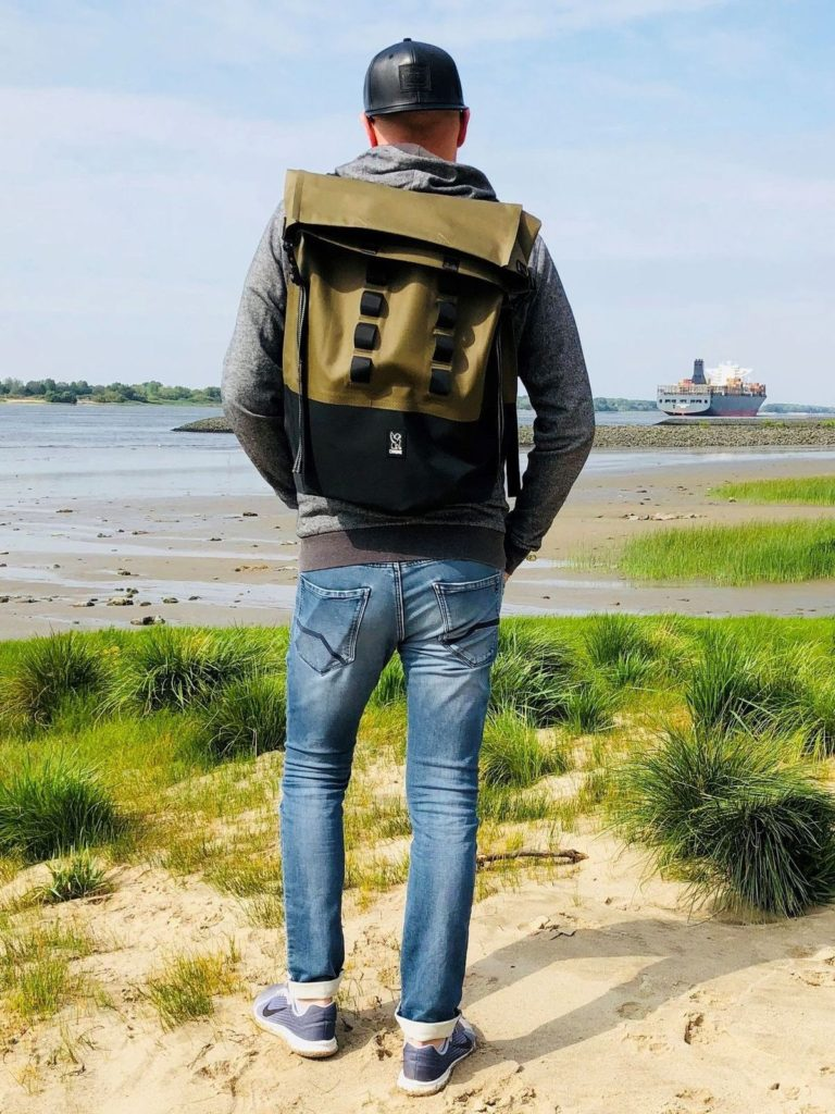 Jan-Christopher Sierks mit dem Chrome Urban Ex Rolltop 28 Backpack