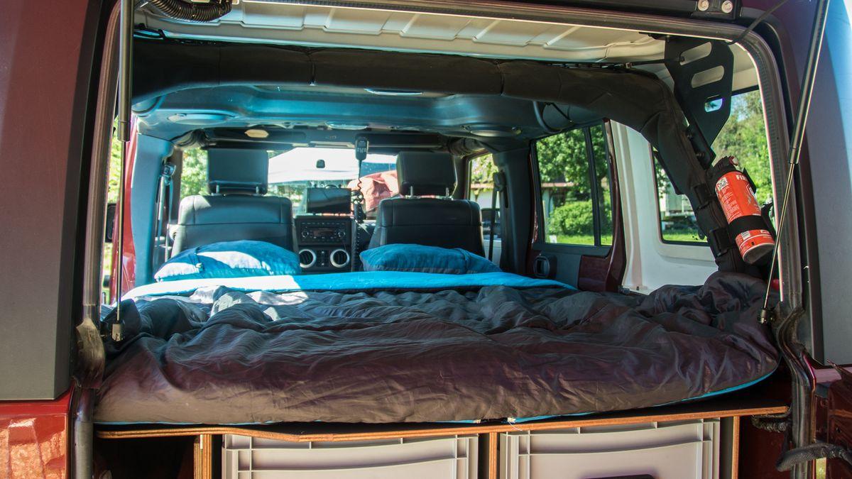 Jeep Wrangler mit Ausbau von Red Rock Adventures