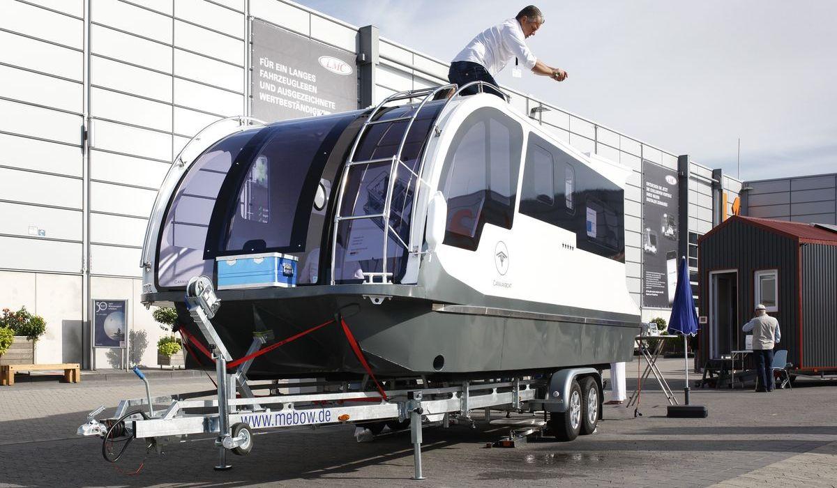 Caravanboat Departure One