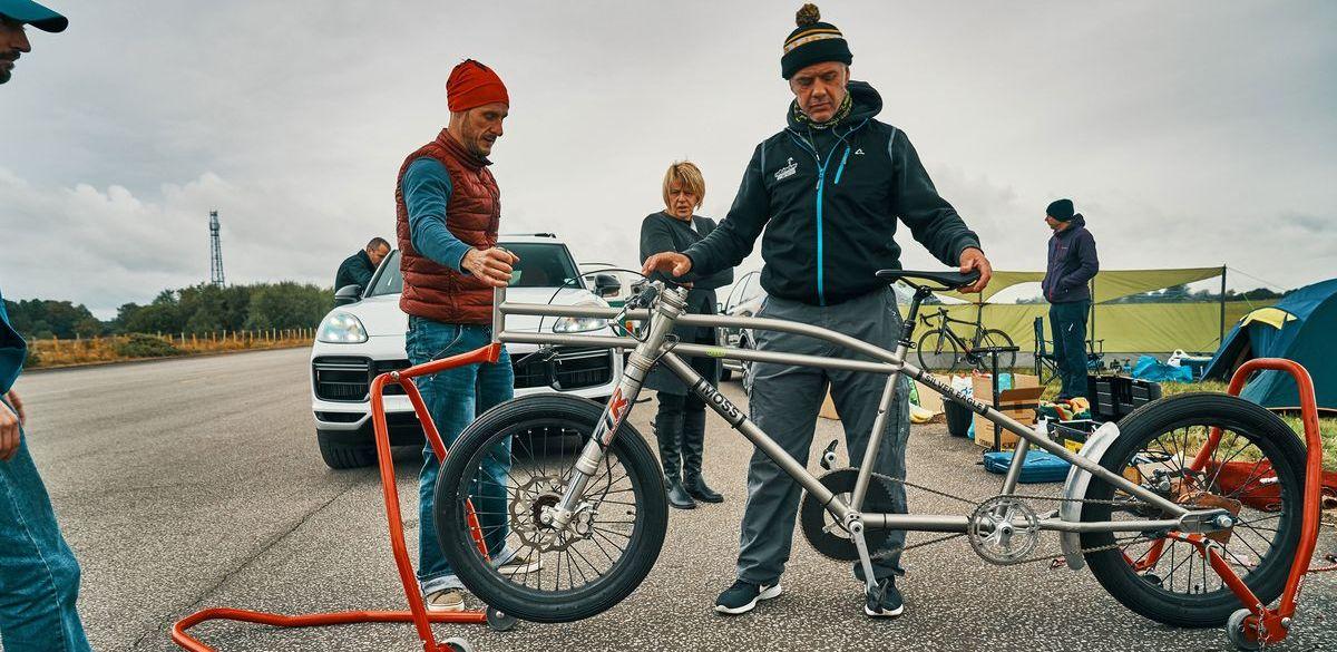 Vorbereitungen zum Geschwindigkeits-Weltrekordversuch für Fahrräder