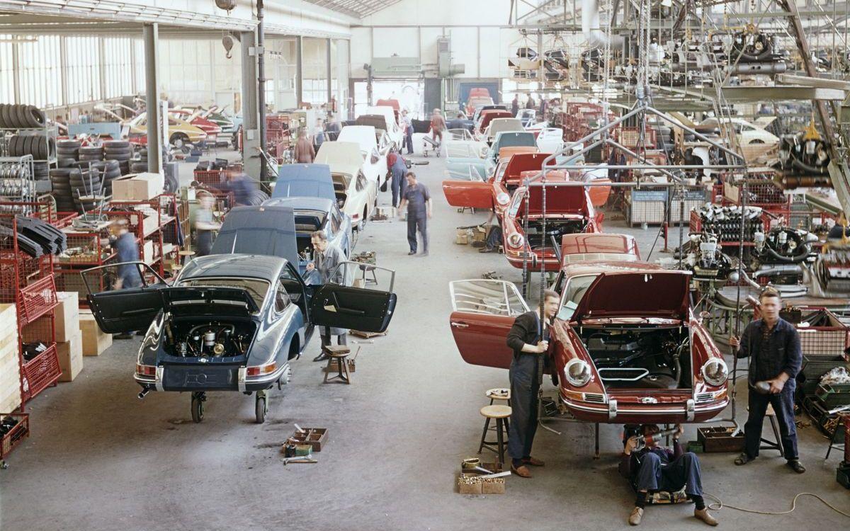 Mitte der 1970er Jahre findet die Produktion des Porsche 911 im Werk 2 statt.