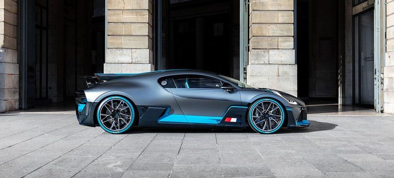 Der Bugatti Divo posiert in Paris