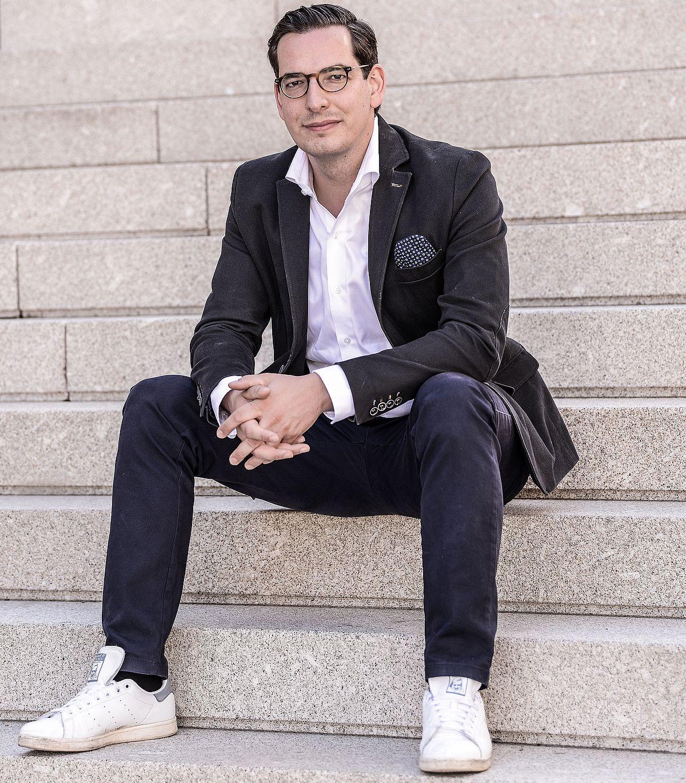Dr. Dominik Benner