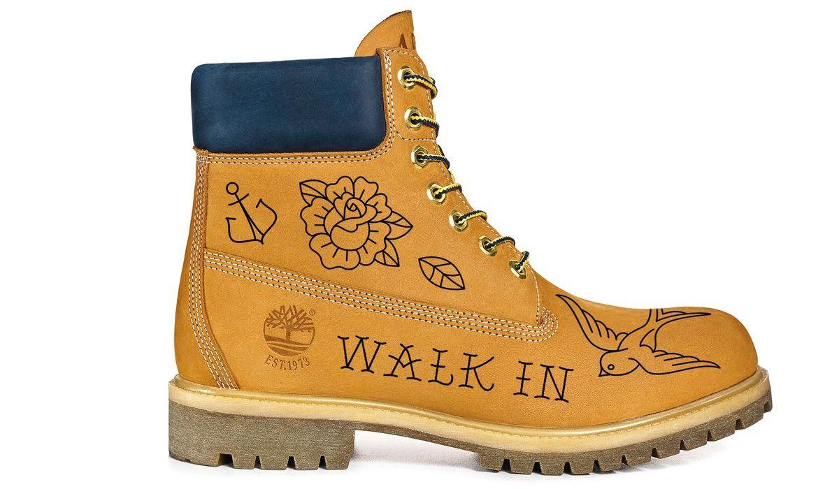 Boots mit Tattoo