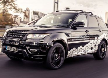 Selbstfahrender Range Rover Sport