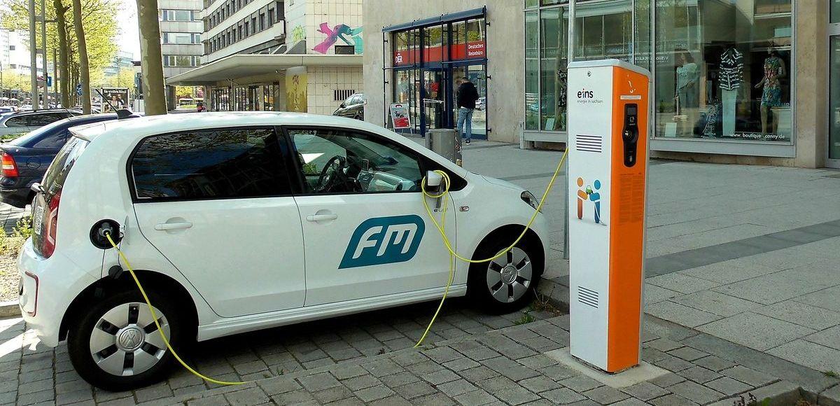 Elektroautos: Ladestationen werden gefördert