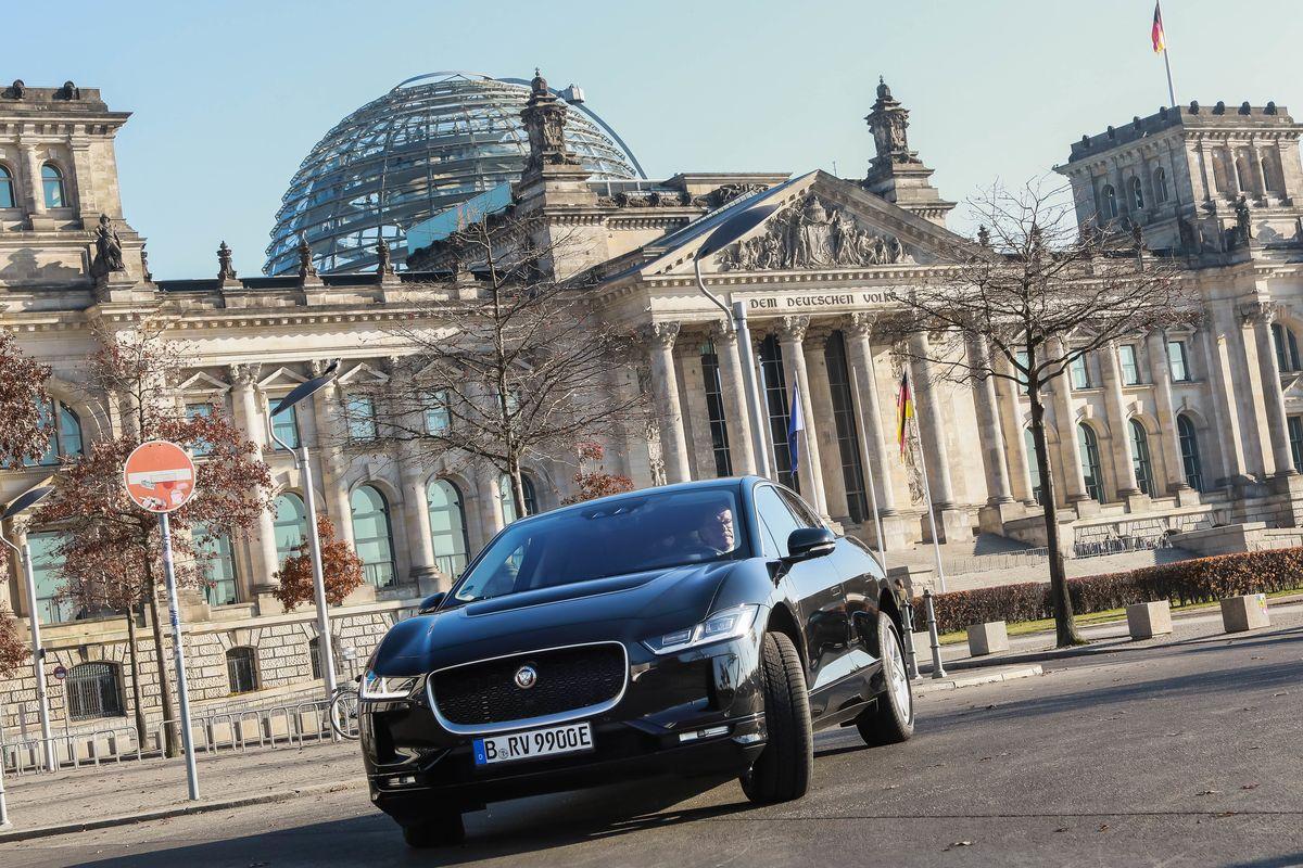 Jaguar I-Pace des Fahrdienstleisters Rocvin in Berlin