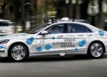Daimler und Bosch wollen mit der Mercedes-Benz S-Klasse im kalifornischen San José einen vollautomatisierten und fahrerlosen Mitfahrservice testen