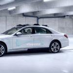 Unheimlich: Das Auto fährt autonom und sucht Blickkontakt