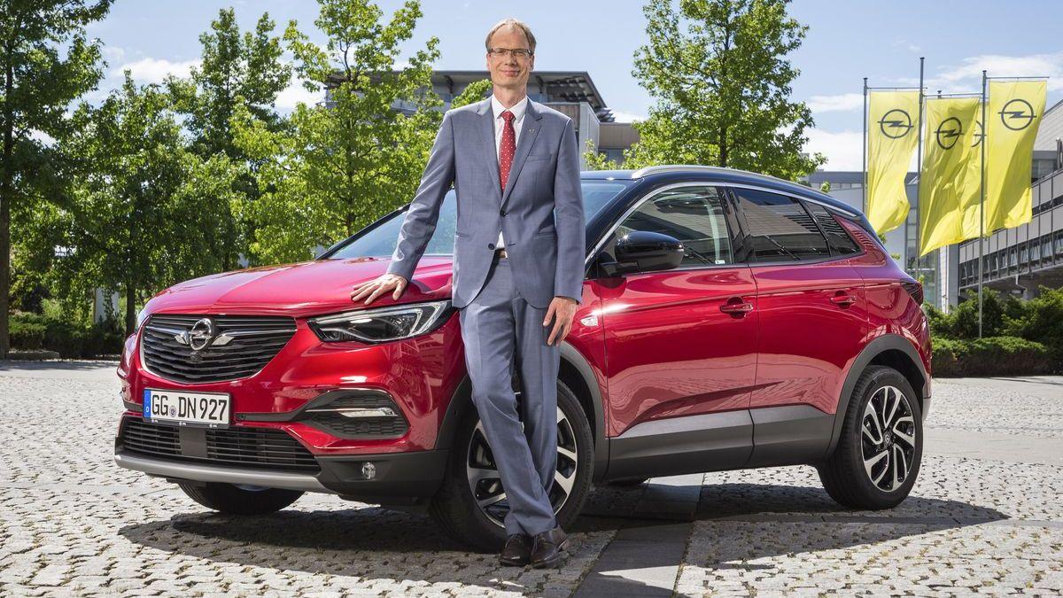 Michael Lohscheller mit dem Opel Grandland X