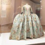 Luxus in Seide: Die Mode des 18. Jahrhunderts