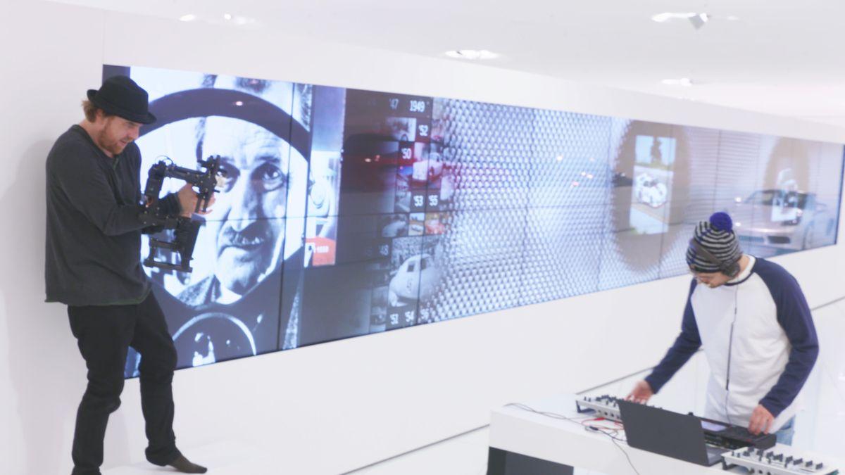 """Dreh des Musikclips zum Track """"Le Mans"""" in der Ausstellungsfläche des Porsche-Museums"""