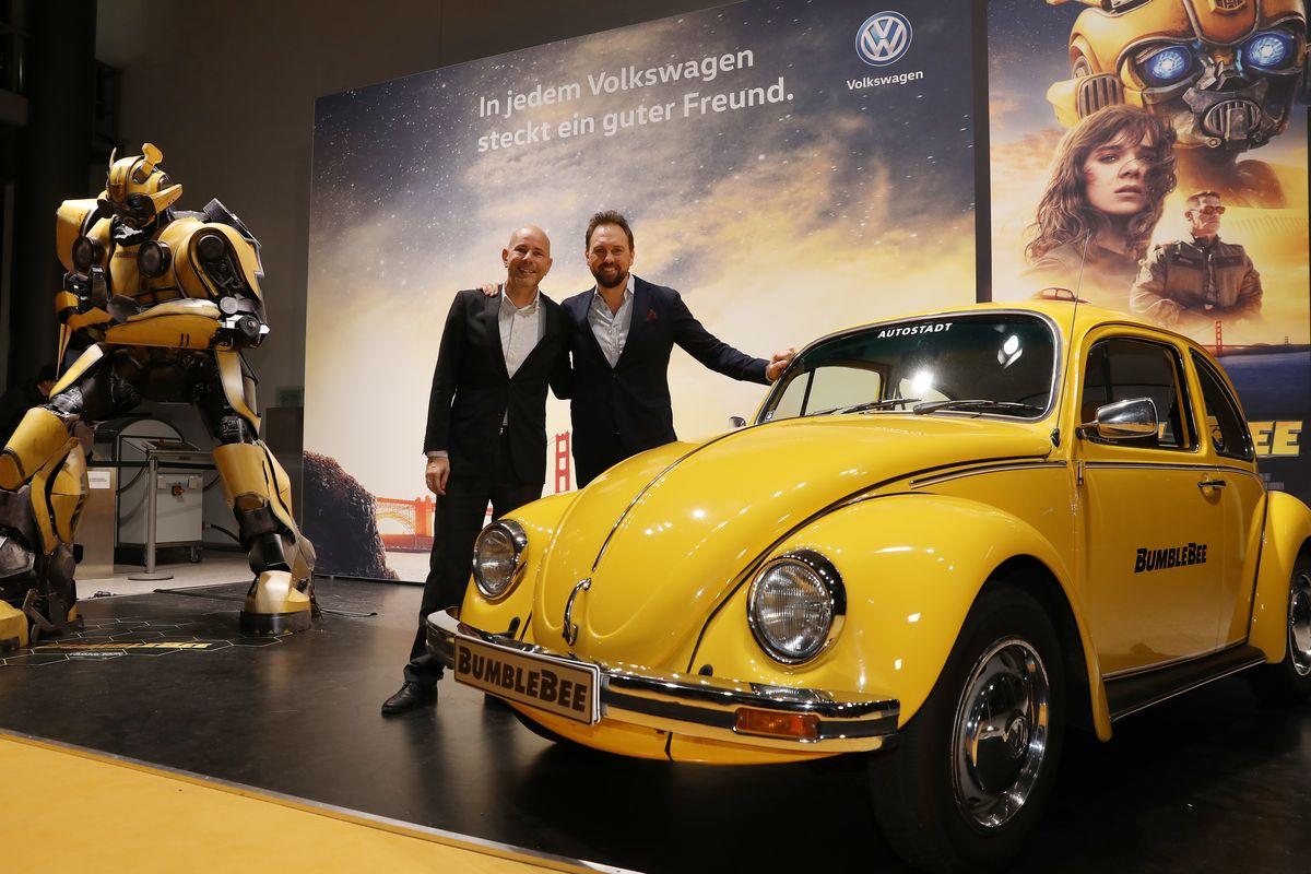 Moderator Steven Gätjen (rechts) mit Jost Körfer vom Team der Autostadt