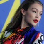 Wem steht's besser? Gigi Hadid und Dua Lipa in Versace
