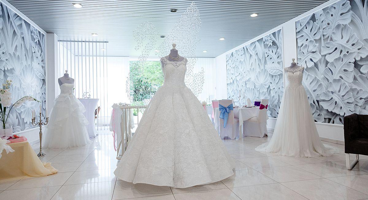 Die Brautkleider werden auf der Webseite des Familienbetriebs professionell präsentiert - dank der Homepage-Lösung der Telekom.