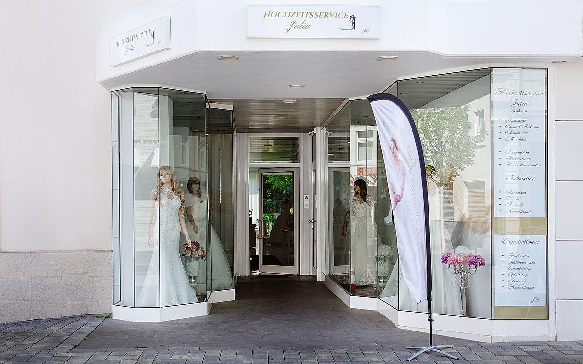 Das Ladenlokal in Troisdorf bei Köln eröffnete der Hochzeitsservice Julia im Frühjahr 2018.