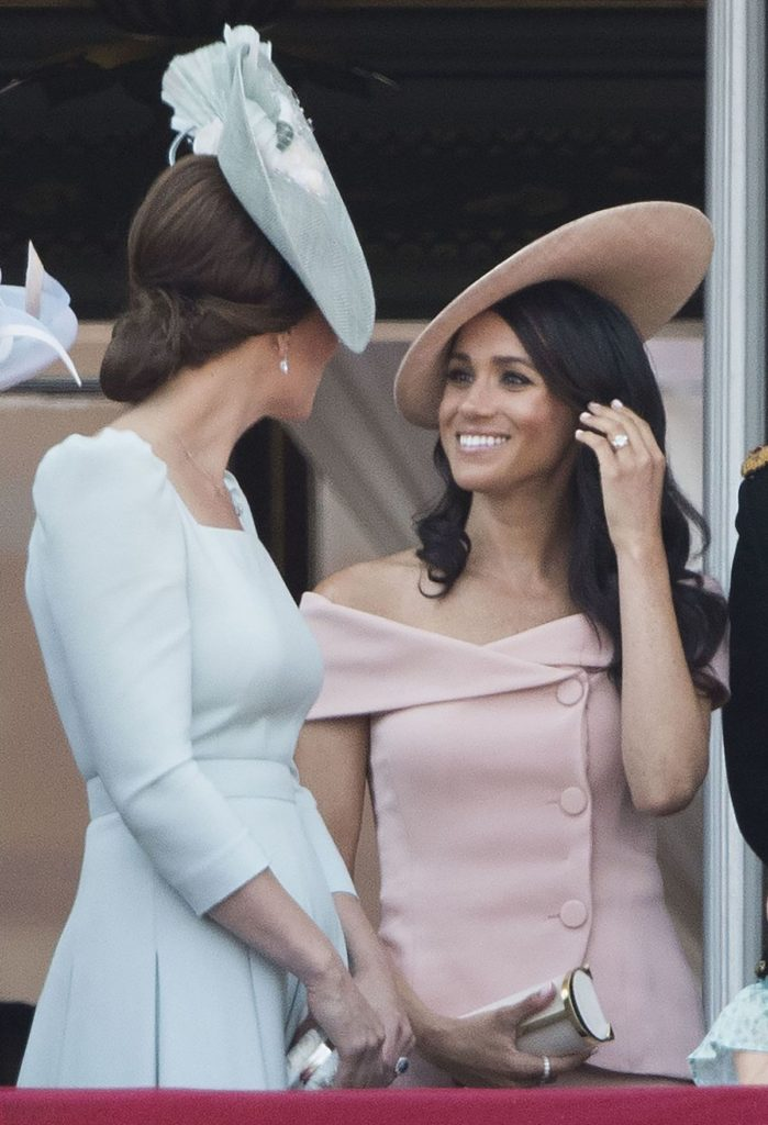 "Meghan mit Clutch von Carolina Herrera bei der ""Trooping the Colour"" Parade"