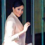 Schwangere Herzogin Meghan strahlend schön im Designer-Nude-Look