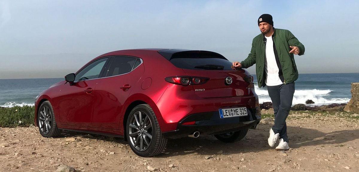 Autor Jan Weizenecker mit dem Mazda3 (2019).