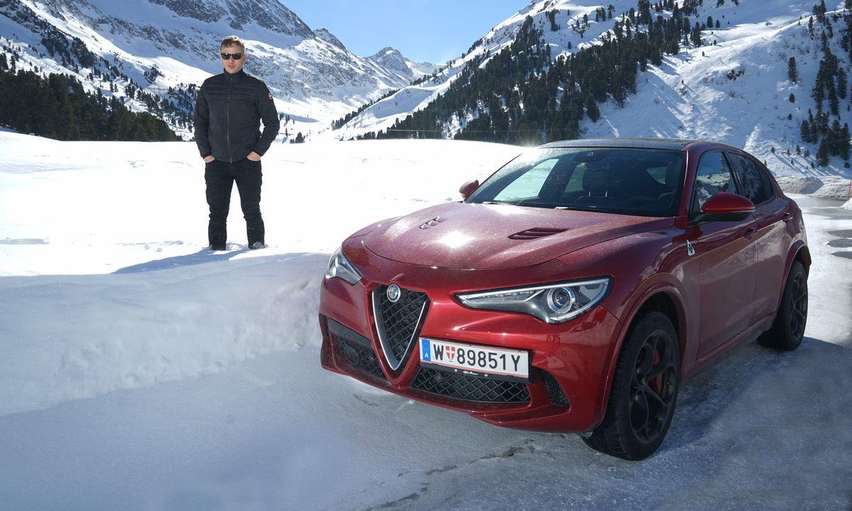 Tom Wlaschiha mit dem Alfa Romeo Stelvio Quadrifoglio bei der Alfa Romeo Winter Tour 2019.