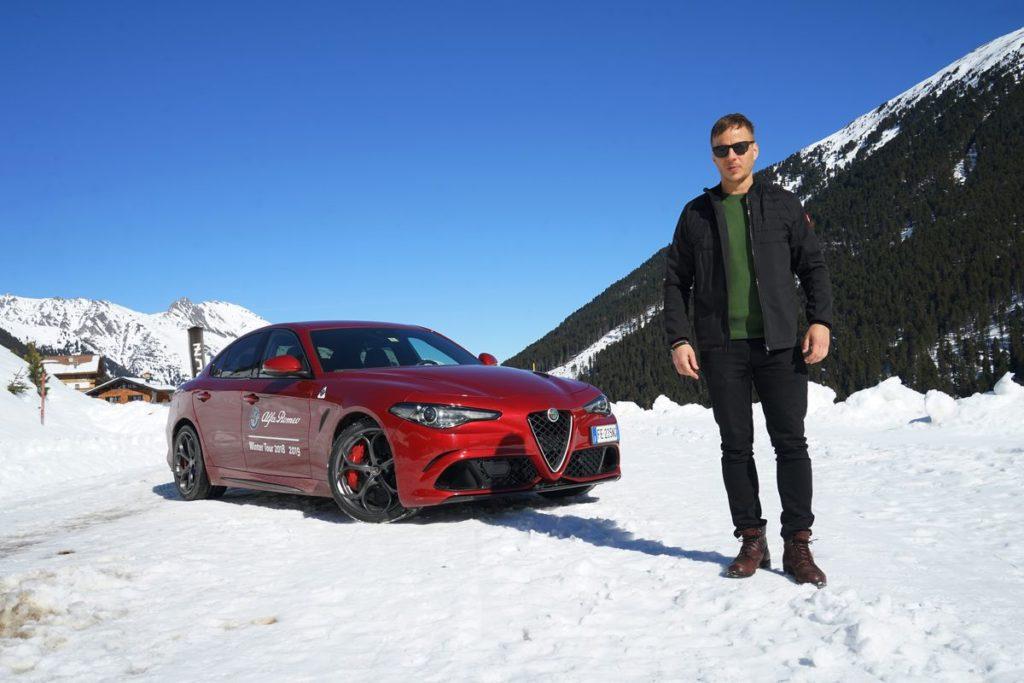 Tom Wlaschiha testete auch die Alfa Romeo Giulia Quadrifoglio auf Schnee.