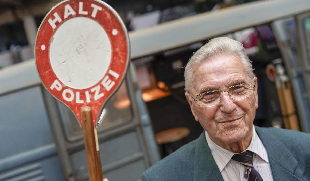 Ex-Polizeihauptwachtmeister Heinz Scholze (89) wurde vor rund 58 Jahren im ersten Radar-Bulli geschult.