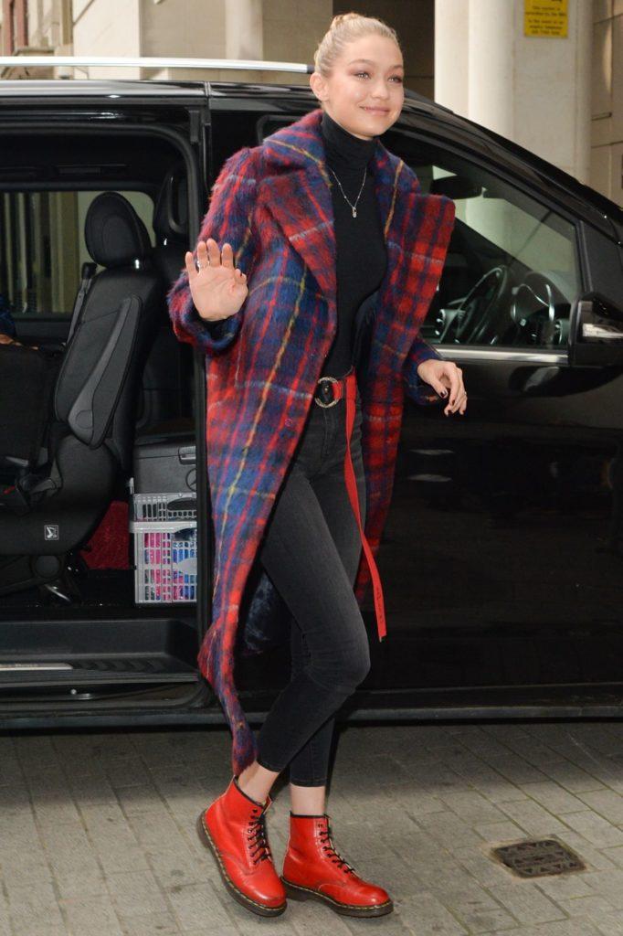 Gigi Hadid trägt Doc Martens