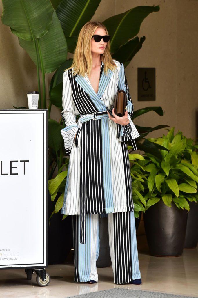 Rosie Huntington-Whiteley im Outfit von BCBG Max Azria