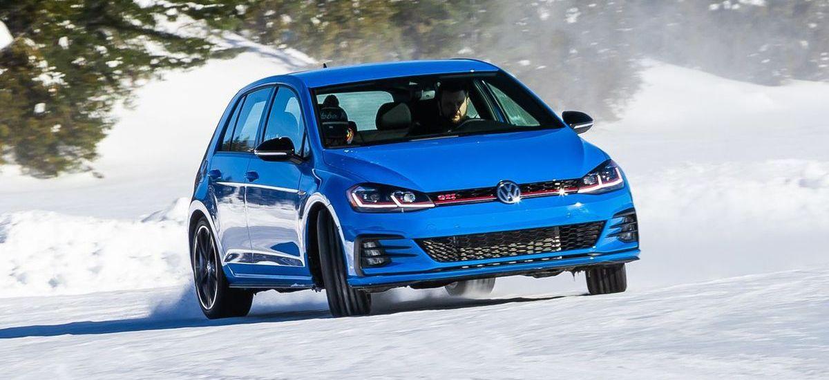 Golf GTI beim Volkswagen Ice Drive Québec.