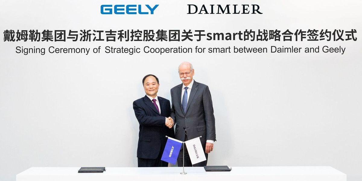 Daimler und Geely gründen für Smart ein Joint Venture:: Geely-Chef Li Shufu und Daimler-Vorstandsvorsitzender Dieter Zetsche.
