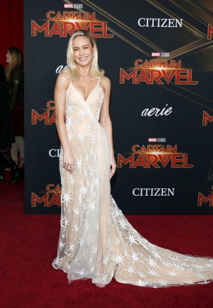 Brie Larson im maßgeschneiderten Kleid von Rodarte