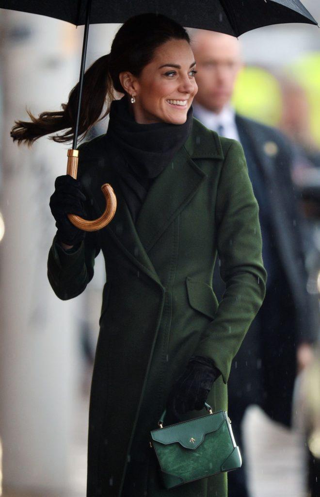 Herzogin Kate im olivgrünen Mantel von Sportmax