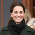 Herzogin Kate trotzt dem Regen in einem olivgrünen Mantel von Sportmax
