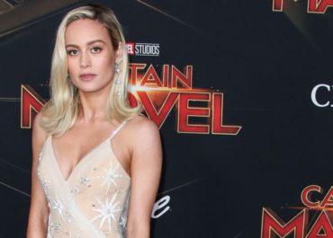 Brie Larson in einem maßgescheiderten Kleid von Rodarte