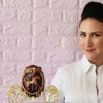 Debbie Wingham versteckt sündhaft teure Luxusgegenstände in Ostereiern