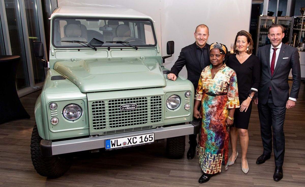 Heino Ferch als Pate: Versteigerung des letzten Land Rover Defender der alten Generation.