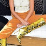 Outfit der Woche: Kendall Jenner in knallgelben Schlangenleder-Boots