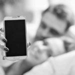 So schützen Sie sich beim Sex mit dem Smartphone