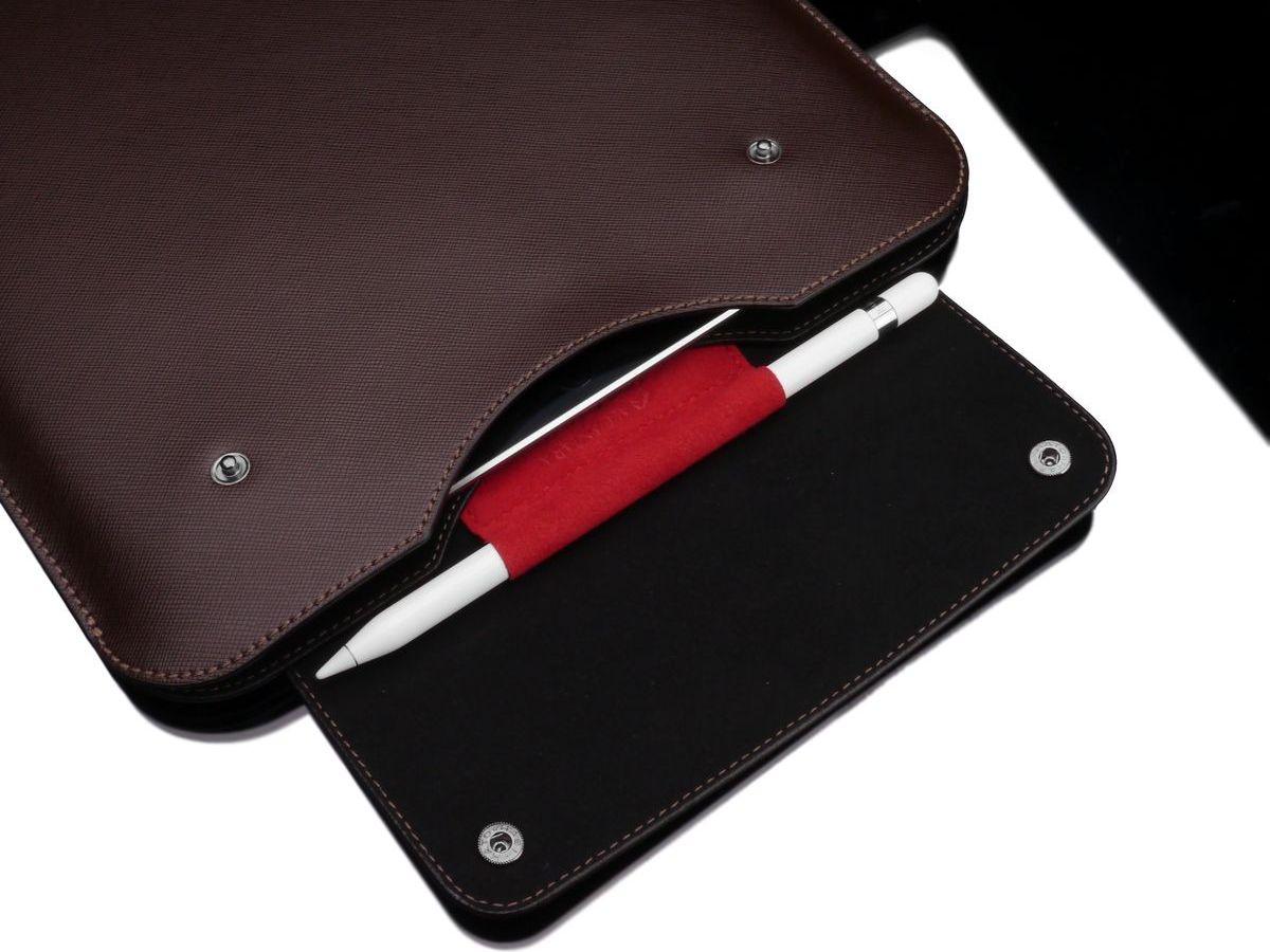"""Durch ihre kompakten Maße eignet sich die Gariz Tablet-Tasche für das Appel iPad Pro und viele andere 13"""" Tablets. Innen verfügt sie über einen eingearbeiteten Stifthalter als Alcantara."""