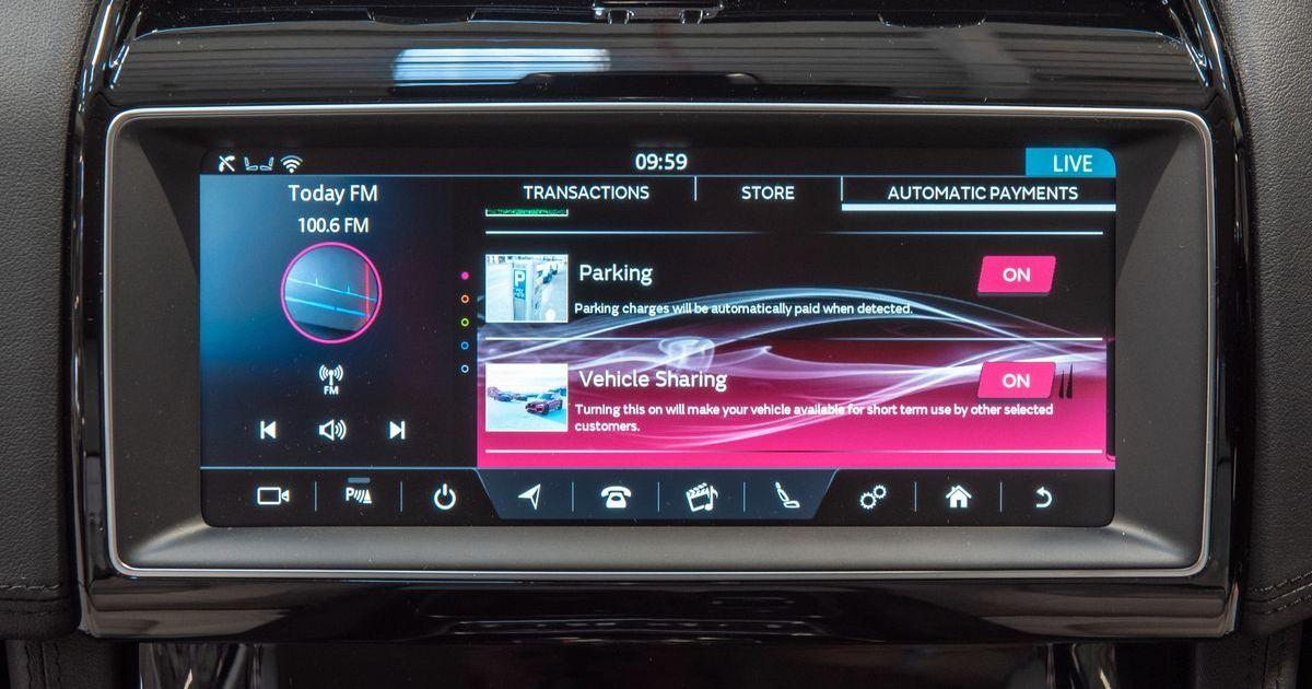 """Die """"Smart-Wallet""""-Technologie in einem Range Rover."""